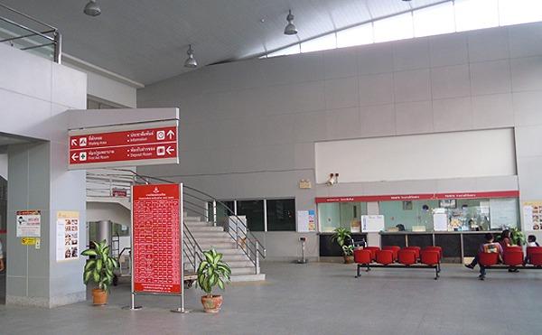 タイ国鉄のバンバルム駅構内