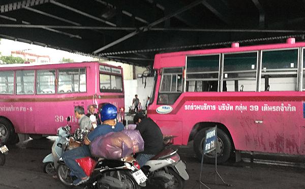 バンコクのサパンプットバス停