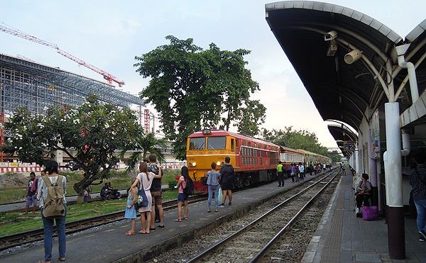 タイ国鉄のバンスー駅