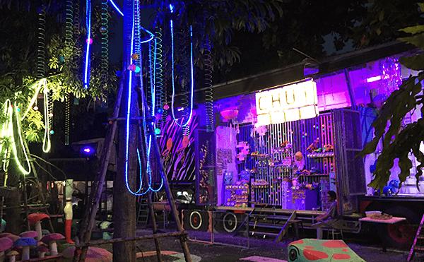 バンコクのチャーンチュイの雑貨店
