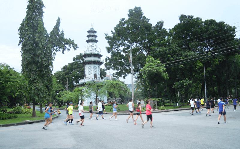 バンコクルンピニー公園のランニング