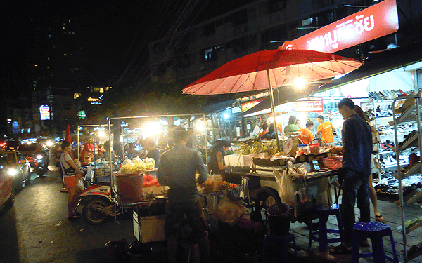 バンコクのフワイクワーン・ナイトマーケット