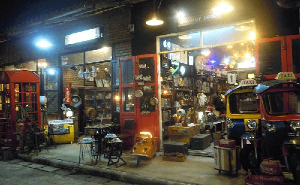 シーナカリン・トレインマーケット