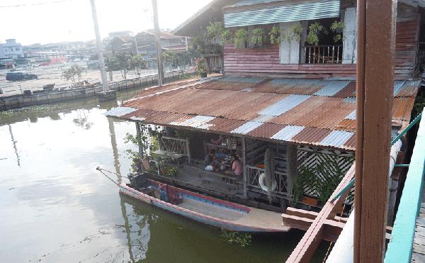 ファタケー市場のカフェ