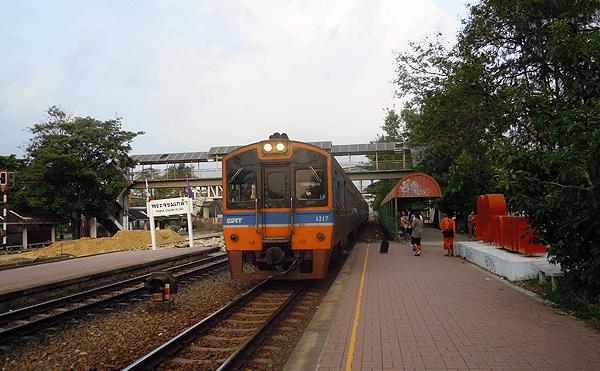 プラチョムクラオ駅