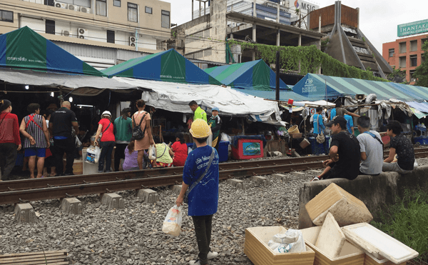 ペッチャブリー駅近くの市場