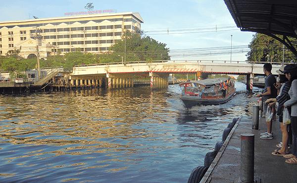 バンコクのセンシーブ運河、水上ボート