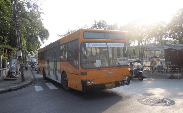 バンコク73番のバス
