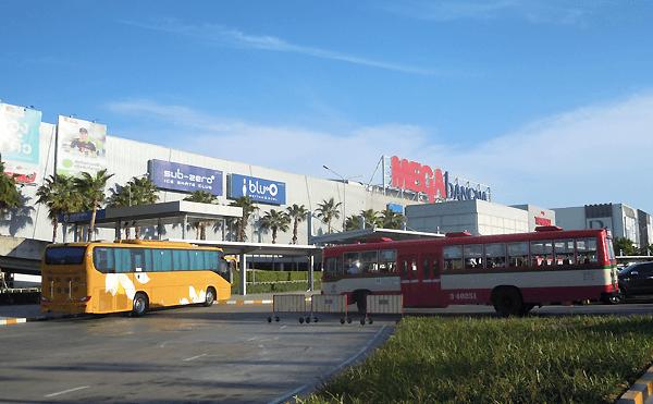 メガバンナーのバスターミナル