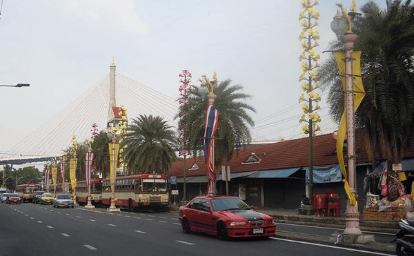 バンコクのプラプラデーンのバス停