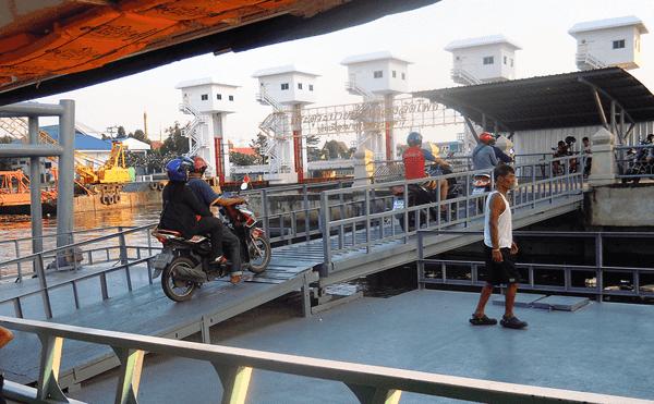 バンコクのRama3通りからの船着き場