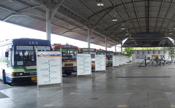 イミグレのバスターミナル