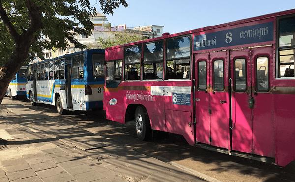 バンコク8番のバス