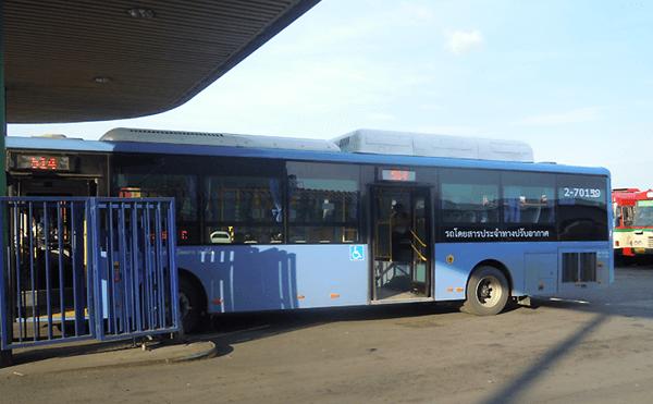 バンコクのミンブリーバス停