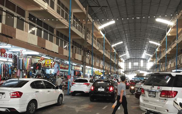 バンコクのタオプーン市場