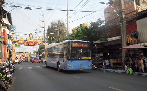 バンコクの138番のバス