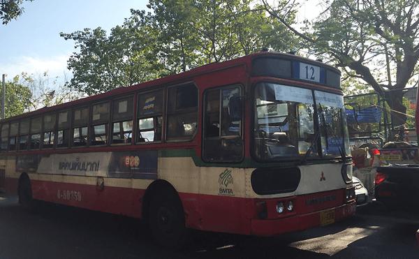 バンコク12番のバス