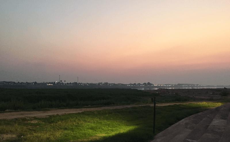 ラオスビエンチャンのメコン川夕焼け