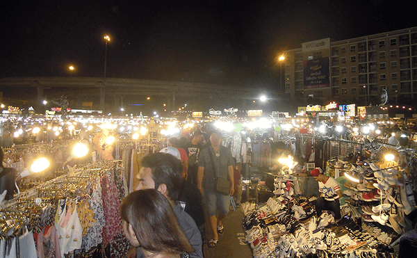 バンコクのリアップ・ドゥアン・ナイトマーケット