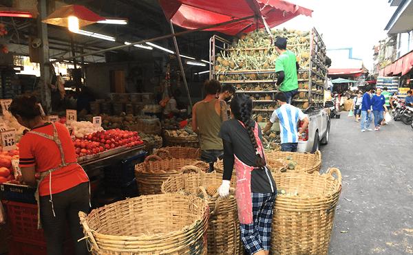 バンコククロントーイ市場