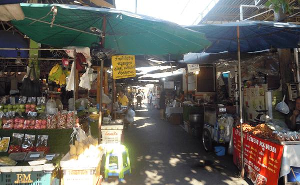 バンコクのスティサン市場