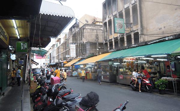 バンコクのバンケーン市場