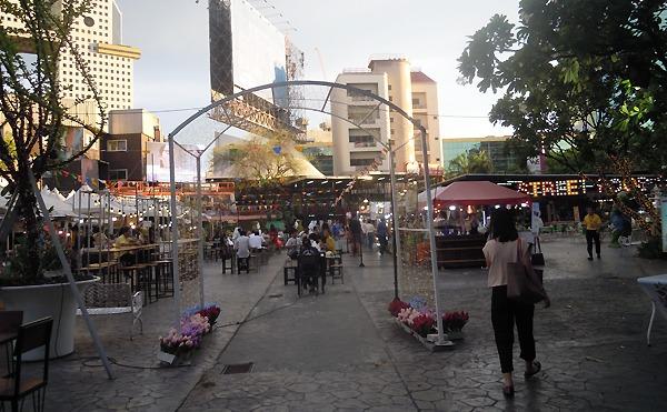 バンコクラチャヨティンのナイトマーケット