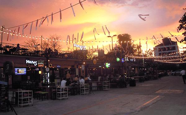 バンコクのナイトマーケットBOX Space