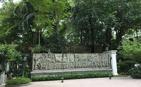 バンコクのソムデットヤー公園のレリーフ