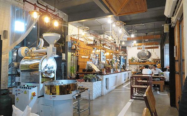 タンマサート大学キャンパス内のカフェ