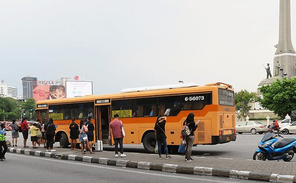 バンコク515番のバス