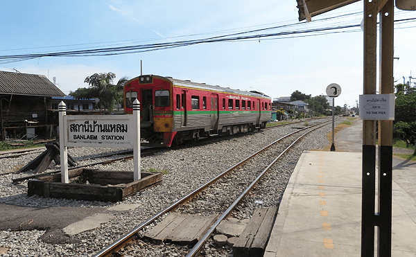 メークローン線始発のバーンラム駅