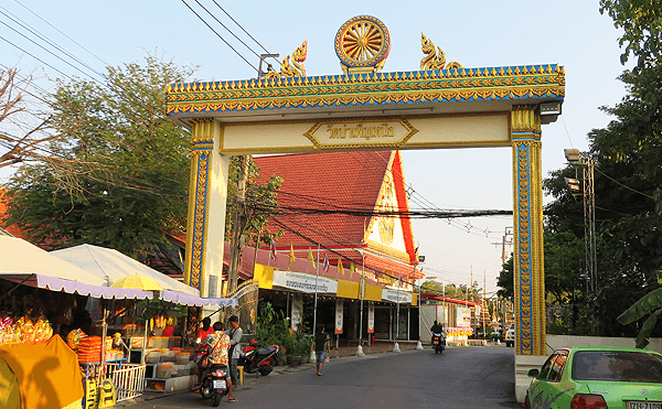 バンコクのクァン・リァム水上マーケット山門