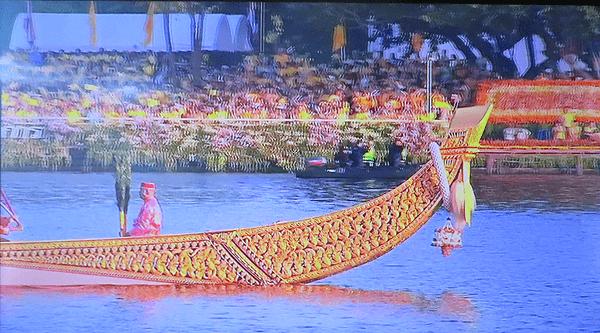 タイ ワチラロンコン国王の戴冠を祝う水上パレード