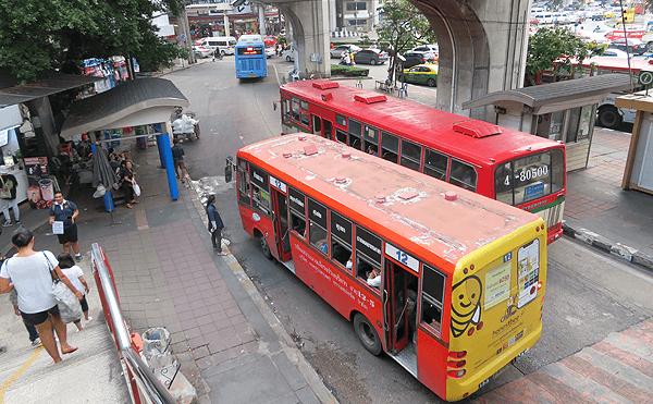 バンコクの戦勝記念塔バスターミナル
