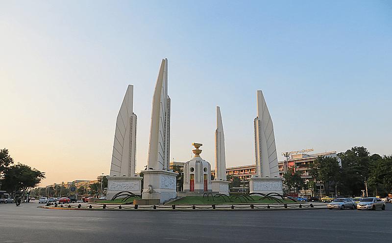 バンコク民主記念塔