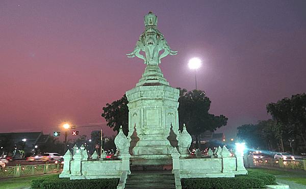 バンコクのメートーラニー像