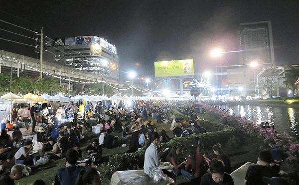 バンコクのラムカムヘン・ナイトマーケット