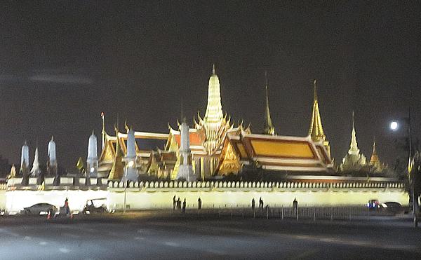 バンコクの王宮夜景