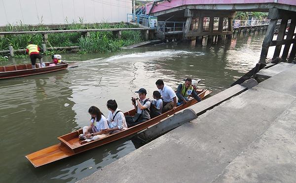 ノンタブリーのワット・ボットボン水上ボート