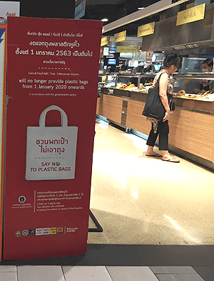 バンコクトップスのレジ袋提供中止の看板