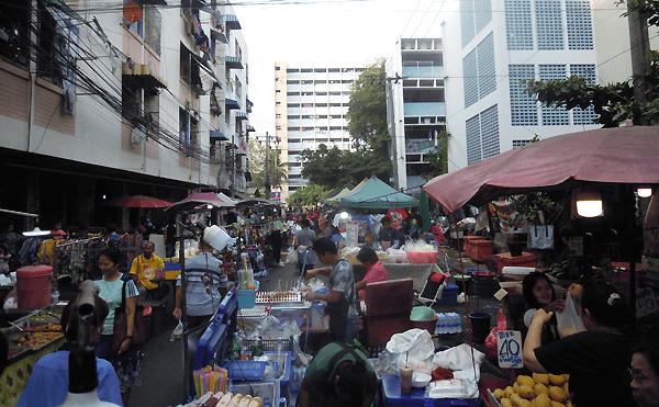 バンコクのディンデーン市場