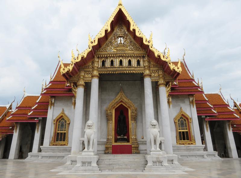 バンコクのワット ベンチャマボピット(大理石寺院)